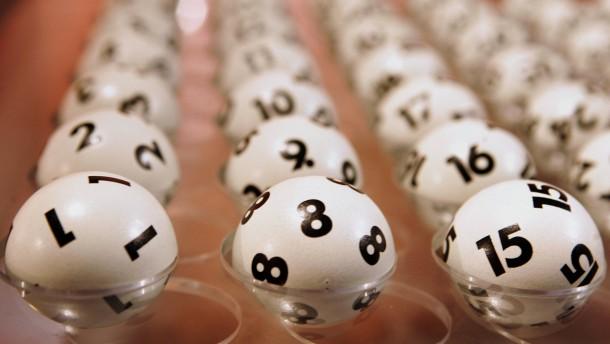Paar räumt 13,7-Millionen-Euro-Jackpot ab
