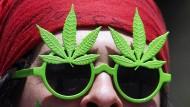 """Cannabis-Illusion: Ein Autor eines """"Alternativen Drogen- und Suchtberichts"""" meint, eine Strafverfolgung schaffe nur die Illusion, die Probleme zu beherrschen."""