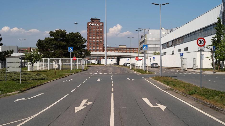Freiflächen: Das Opel-Werk in Rüsselsheim ist nicht voll belegt und bietet Platz für Impfzentren.