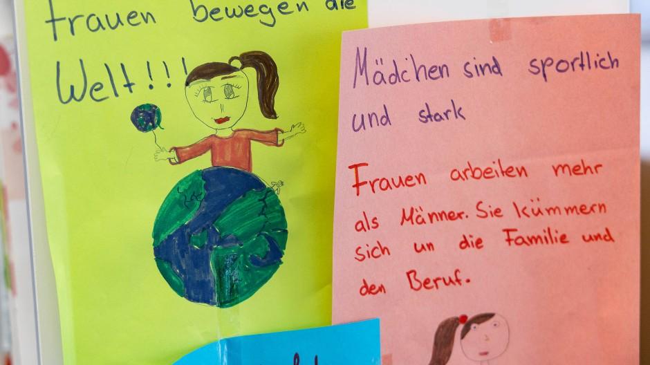 Förderungswürdig: Frankfurter Mädchen- und Frauenbüro Milena – hier Poster in seinen Räumen