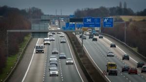 Zeuge findet Leiche neben Autobahn 66