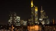 Wenn es Nacht wird am Finanzplatz: Die Feierlaune der Banker ist in Frankfurt schon wieder zu spüren.