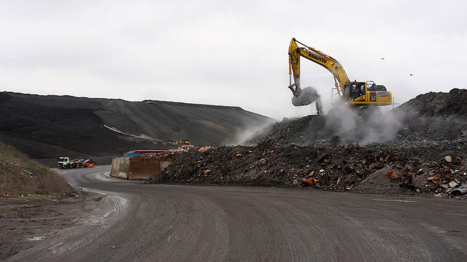 Vielschichtig: Im Rhein-Main-Deponiepark bei Wicker werden auch Anlagen zur Verwertung und Entsorgung von Abfällen betrieben