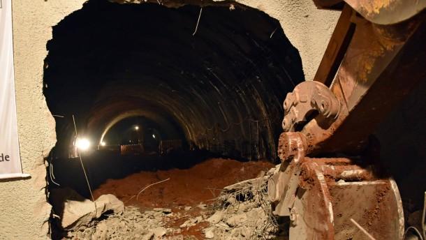 Durchstich im Tunnel Hirschhagen