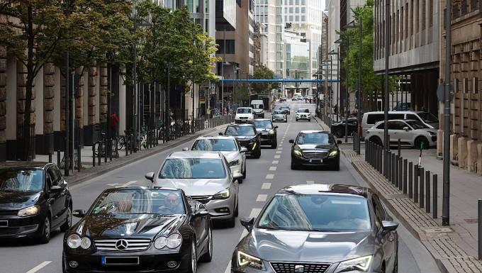 Dicht an dicht: Autoverkehr in Frankfurt.