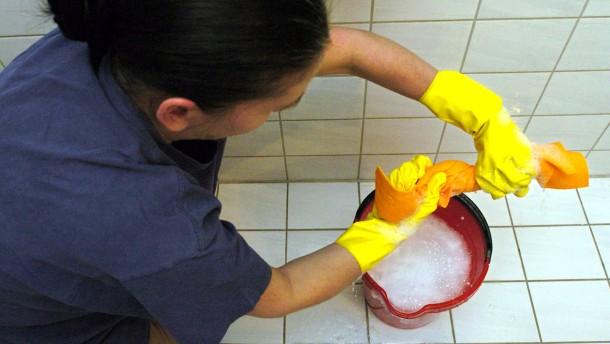 Legale Reinigungskräfte Eine Putzfrau Für 1290 Euro Ohne