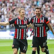 So sehen Sieger aus: Torschützer und Abräumer Martin Hinteregger (links) mit David Abraham nach dem Kick gegen Hoffenheim