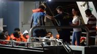 """Hafen gefunden: Migranten können in Valletta von Bord der """"Alan Kurdi"""" gehen."""