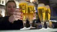 Abschwung: Der Ausstoß regionaler Traditionsbiere wie Henninger ist über viele Jahre gesunken.