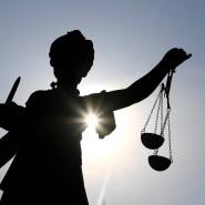 Justitia: Der Angeklagte muss sich vor dem Landgericht Frankfurt verantworten (Symbolbild).