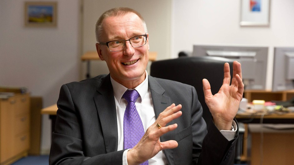 Muss sich rechtfertigen: Albrecht Schreiber, Leiter der Frankfurter Staatsanwaltschaft.