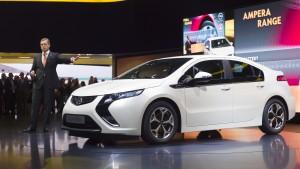 Opel tritt mit E-Vorsprung und drei Premieren an