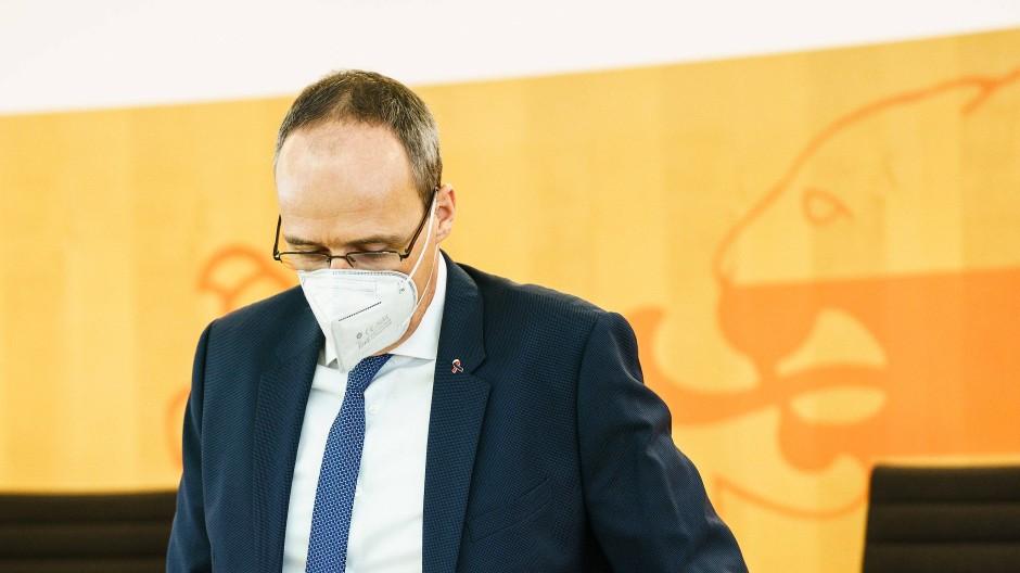 """""""Fassungslos"""": Peter Beuth kritisiert das Berhalten der Beamten."""