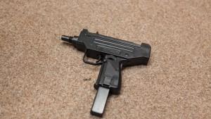 Jugendliche schießen mit Softair-Waffe auf Schüler