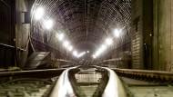 Irrläufer: Nicht nur im Frankfurter S-Bahn-Tunnel tauchen hin und wieder Menschen auf, die dort nicht hingehören - nun war auch in Offenbach so (Symbolbild)