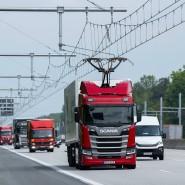 Stromer: Ein Hybrid-Laster nutzt den sogenannten E-Highway nahe Darmstadt