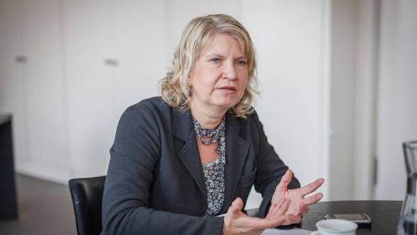Sarah Sorge - Die Frankfurter Bildungsdezernentin (Die Grünen) im Gespräch über Schulsanierungen, Schulentwicklungsplanung und ihre Zukunft als Dezernentin