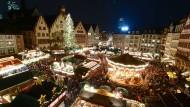 Glühweinduft und Friedensklänge in Frankfurt