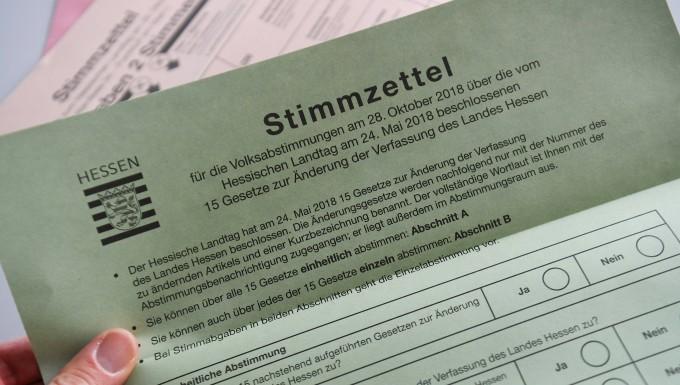 Musterbeispiel: So sieht der Stimmzettel aus, mit denen die Wähler über die Änderung der hessischen Verfasung befinden können