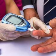 Regelmäßiges Blutzuckermessen gehört für Diabetespatienten dazu. In Zukunft gehen die Daten dann digital zum Arzt