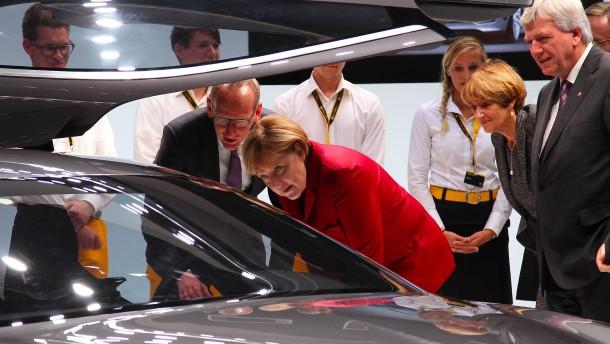 Volker Bouffier ist für Opel-Übernahme durch PSA