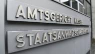 Wegen 28 Fällen gewerbsmäßigen Wuchers sowie in einem Fall wegen Erpressung muss sich ein Mann vor dem Amtsgericht Kassel verantworten.