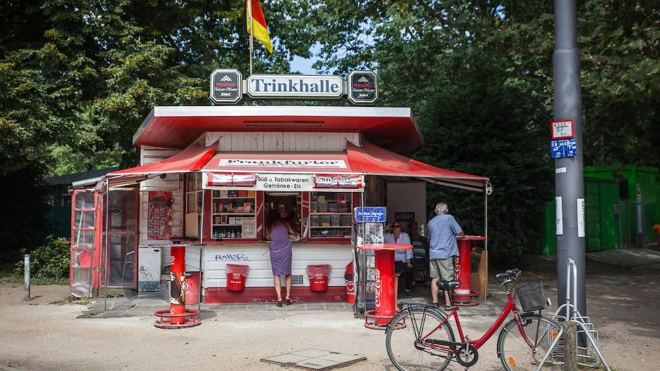 Nahversorger: Ohne Bindung an eine Brauerei könnte sich die Getränkeauswahl an Büdchen wie hier am Kurfürstenplatz vergrößern.