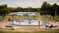 Dann kann die nächste Saison kommen: Blick auf das Kinderspielbecken des Frankfurter Stadionbades.