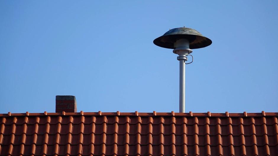 Soll alarmieren: eine Sirene auf einem Dach