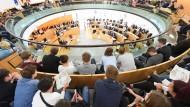 Anschauungsunterricht: Schüler verfolgen im Landtag eine Schuldebatte