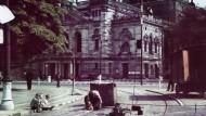 Das Schauspielhaus von 1905 wurde 1960 für eine nüchterne, funktionalistische Doppelanlage der Städtischen Bühnen angerissen.
