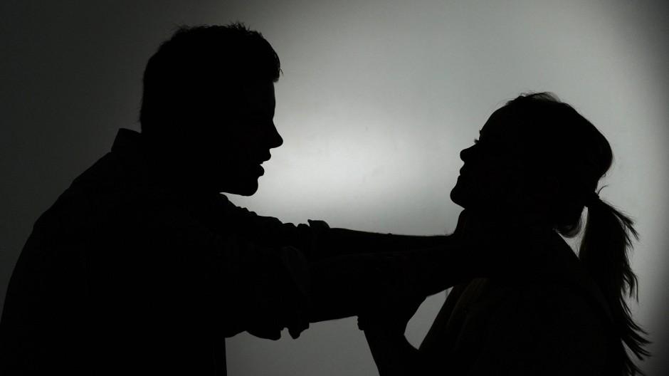 Frau ein mann vergewaltigt eine kann man