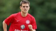 Neuer Vertrag: Johannes Flum bleibt bei der Eintracht am Main