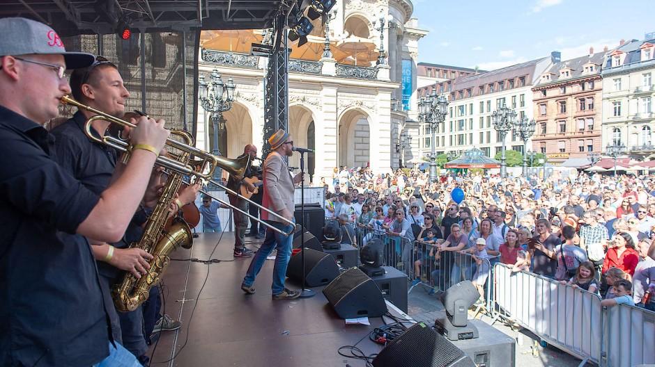 Rockte auch gegen rechts: Ska-Band Revolte Tanzbein vor der Alten Oper