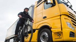 Schwarz-Grün fordert Abbiege-Hilfe für Lastwagen-Fahrer