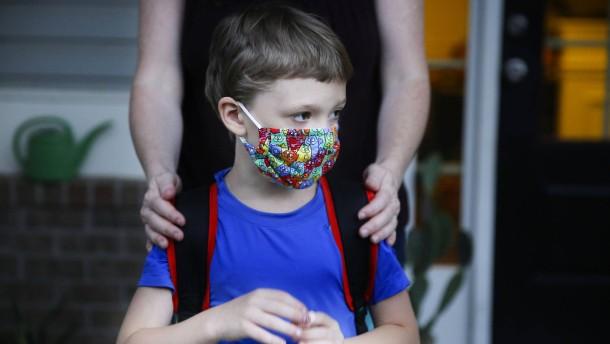 Hessen führt Maskenpflicht von der ersten Klasse an ein