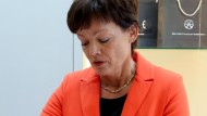 Aus Sicht der Hessen-SPD ist die Zeit von Lucia Puttrich als hessische Energieministerin nach dem Biblis-Urteil des VGH abgelaufen - die CDU sieht das anders
