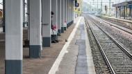 Hanauer nach Streit auf Gleisbett geschubst