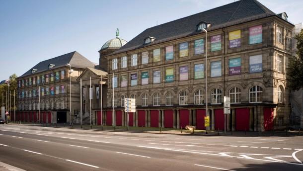 Museum Wiesbaden -  Ansichten des Gebäudes in der Friedrich-Ebert-Allee in Wiesbaden.