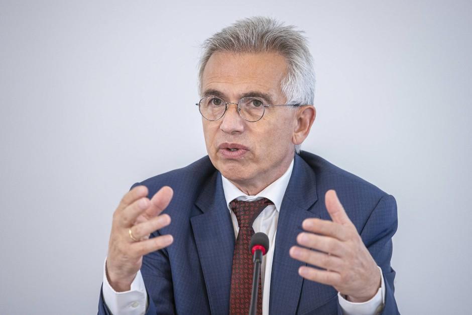 """Gut, dass Markus Frank nicht in der Jury saß: Oberbürgermeister Peter Feldmann wird mit dem Preis """"Basis für Frieden"""" ausgezeichnet."""