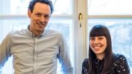 """Lotsen im """"Wörtersee"""": Literaturhaus-Mitarbeiter Lisa Schumacher und Benno Hennig von Lange"""