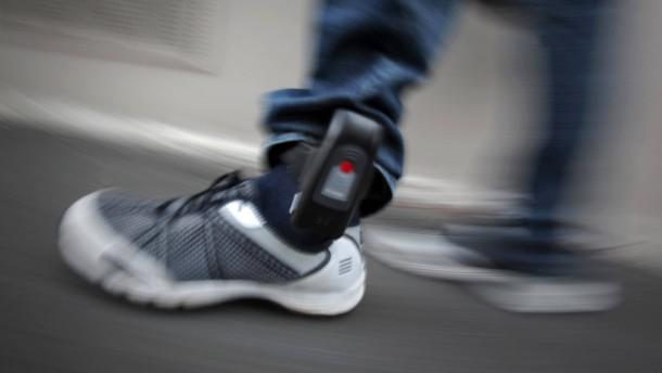Ministerin will Hooligans per GPS-Ortung kontrollieren