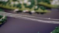 Modell: So in etwa soll die Hängebrücke über dem Diemelsee einmal aussehen