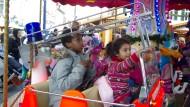 Kurzes Kinderglück: Karussellfahrt auf dem Weihnachtsmarkt