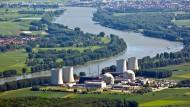 Bleibt noch auf Jahre Relikt einer Energieepoche: Das Kernkraftwerk Biblis.