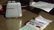 DDR-Postkontrolle: Ein Schräglichtgerät zur Entdeckung von Geheimschrift