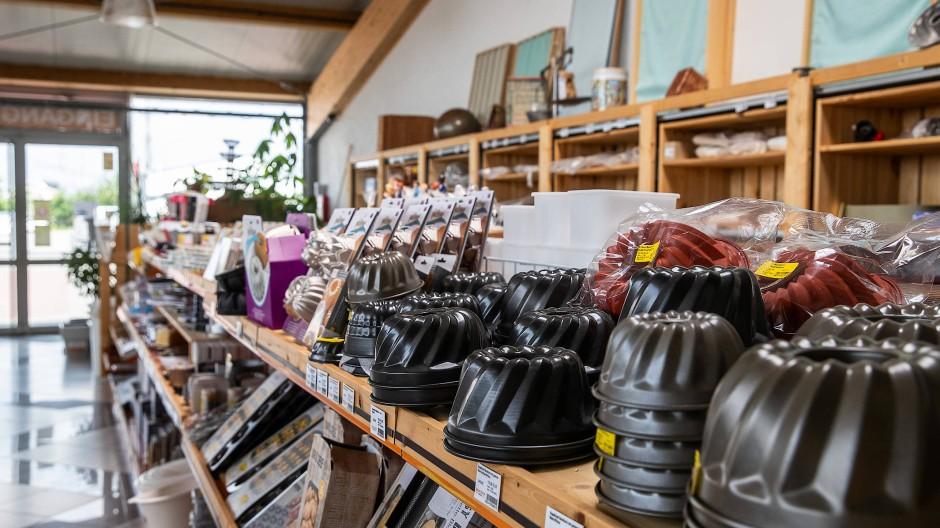 Meterware: Reihenweise Backformen in vielen Größen finden sich unter anderem im Outlet der Milbrandt GmbH in Babenhausen