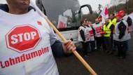 Die Gewerkschaft Verdi hat für kommende Woche einen unbefristeten Streik bei privaten Busunternehmen angekündigt.