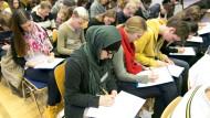 """Es gilt das geschriebene Wort: Schüler beim Diktatwettbewerb """"Frankfurt schreibt"""""""