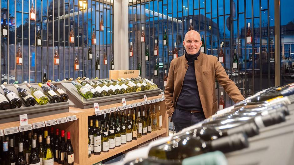 """Marco Nicolay, Geschäftsleiter """"Direct to Consumer"""" bei Rotkäppchen-Mumm, im Ludwig von Kapff-Weinlager in Eltville"""
